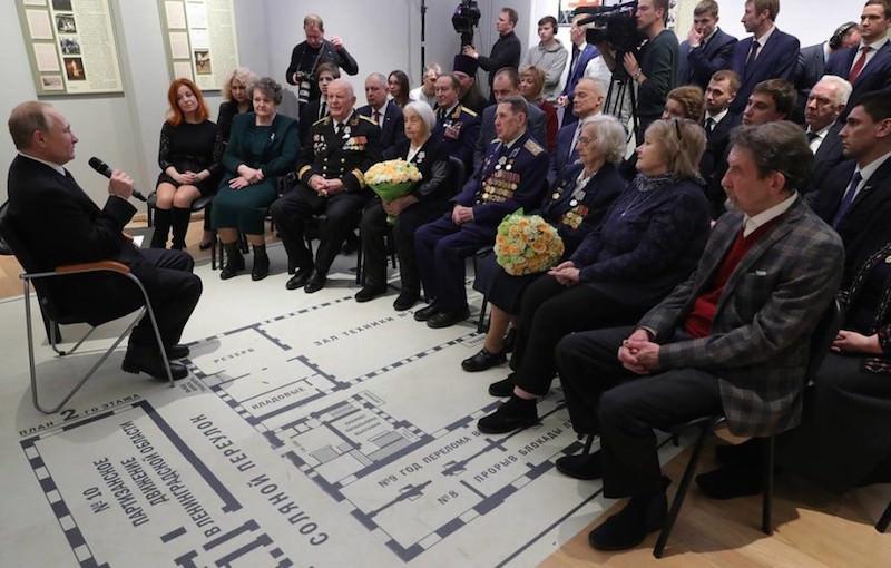 Инвалидам, ветеранам, вдовам: Путин подписал указ о выплате 75 тысяч каждому