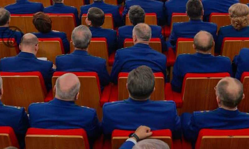 Не по ГОСТу: Следственный комитет заказал форму тучным сотрудникам