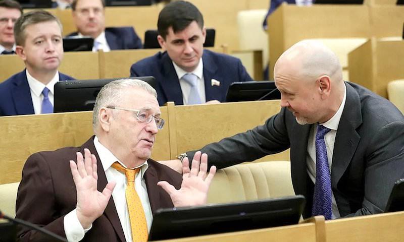Коронавирус вынудил Жириновского ввести запрет на поцелуи и рукопожатия