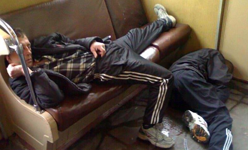 В России предложили высаживать из электричек за плохой запах и пение