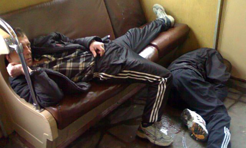 Плохо пахнущих и поющих россиян предложили высаживать из электричек