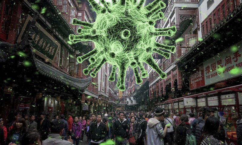 Опубликовано видео, как заболевших коронавирусом в Китае насильно выносят из квартир