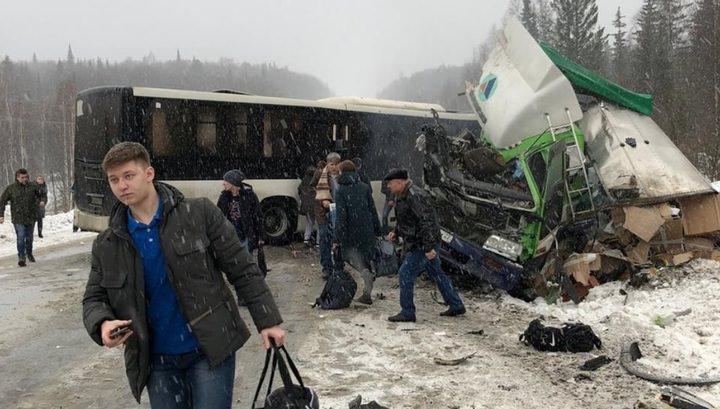 Автобус с 50 пассажирами попал в страшную аварию в Кемеровской области