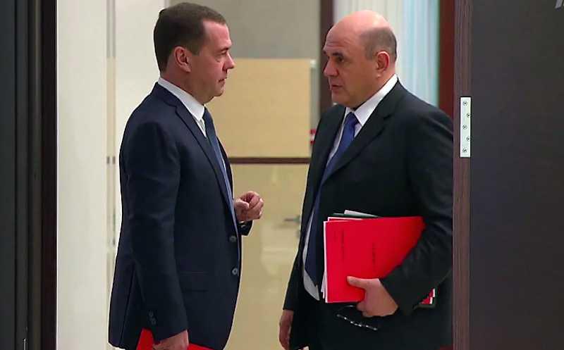 Большинство россиян остались недовольны работой правительства Медведева