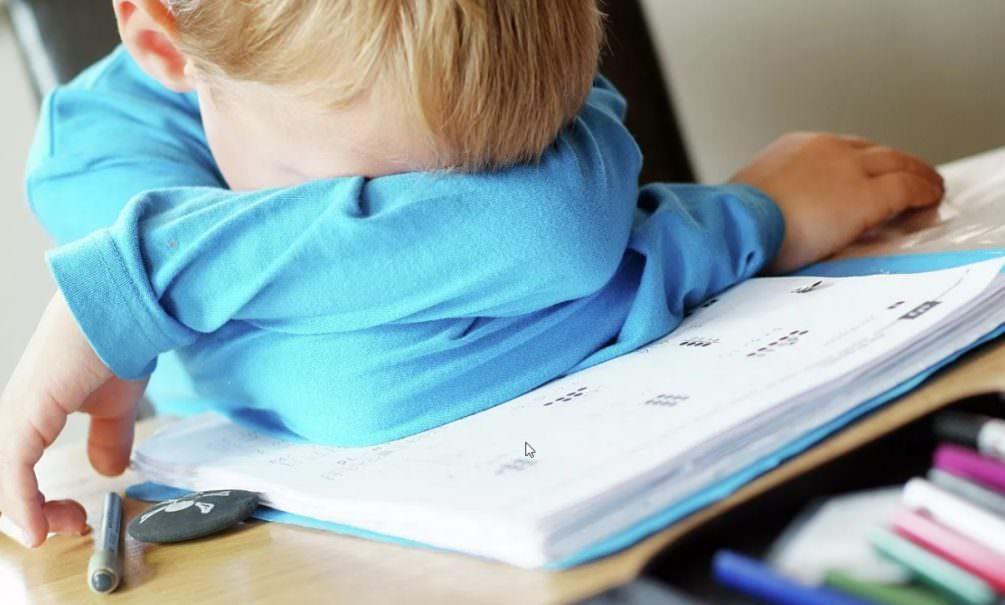 Приемная мать избила ребенка за неправильное написание буквы