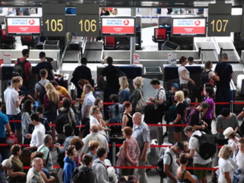 Российские чиновники поедут за границу и вернут соотечественников в страну