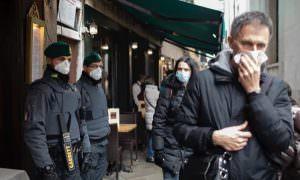 Вспышка коронавируса в Италии: в Венеции отменяют карнавал, в Милане — показы мод и футбольные матчи
