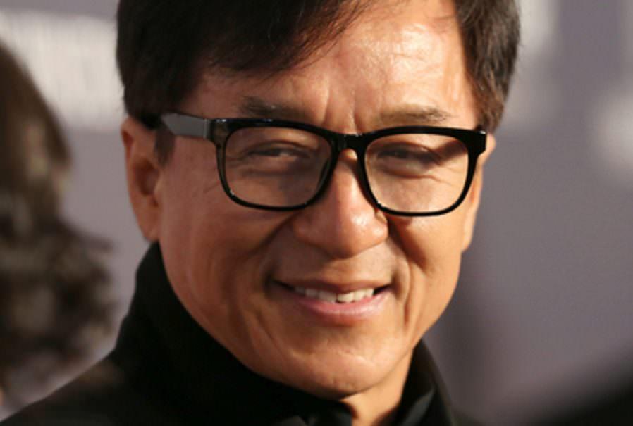 Джеки Чан пообещал миллион юаней создателю вакцины от коронавируса