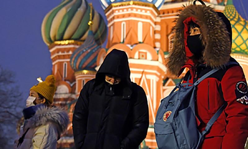 Китайские туристы сбежали от врачей на экскурсию по Москве
