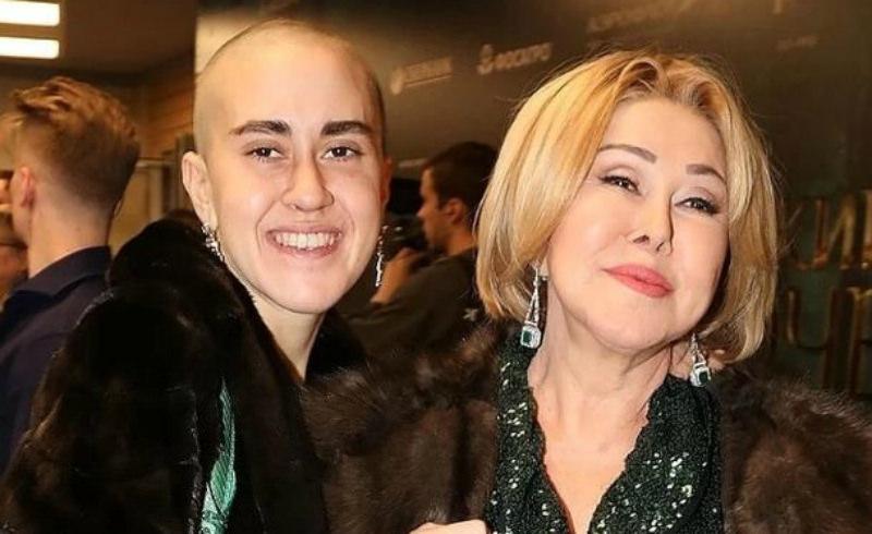 «Ее разорвали на части»: Успенская подает в суд на НТВ за скандальный эфир с дочерью