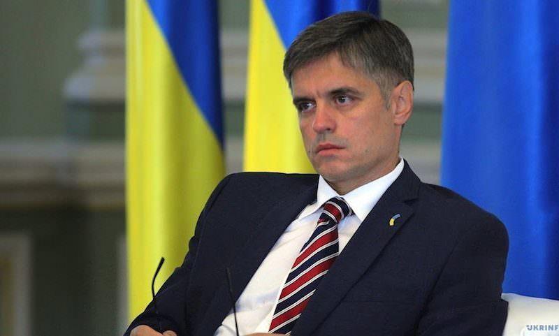 «Кто-то предлагает потанцевать на свадьбе…»: на Украине жалуются на срыв изоляции России