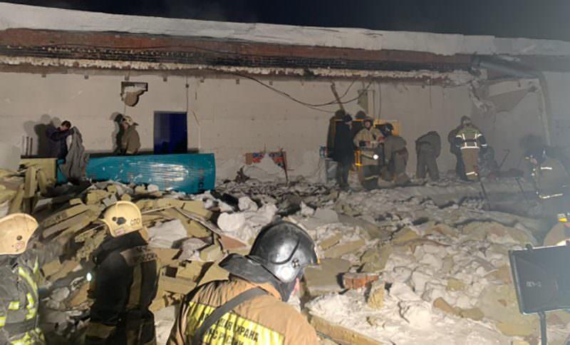 В Новосибирске на людей рухнула кровля кафе, числившегося заброшенным зданием