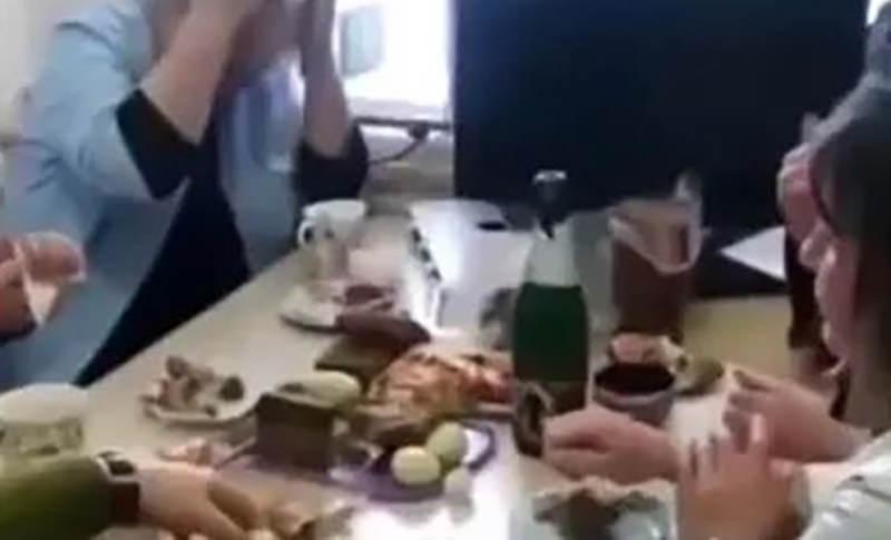 Прием окончен: распивавших шампанское врачей уволили