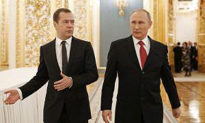 Путин заранее обсудил с Медведевым отставку правительства