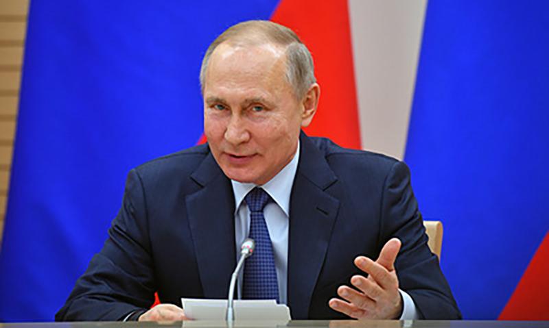 Путин отказался заменять «папу» и «маму» на «родителя №1» и «родителя №2»