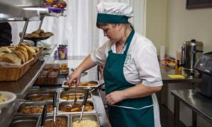 Ком из слипшихся пельменей, обед за 36 рублей: школьное питание вызывает оторопь у родителей