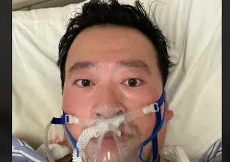 Умер врач, которого полиция обвинила в распространении лжи о коронавирусе