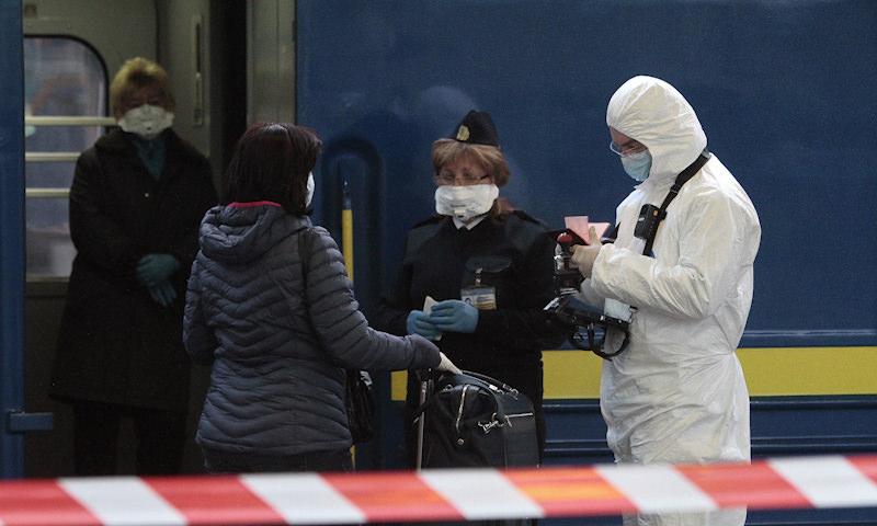 СМИ сообщили о планах правительства закрыть авиа- и железнодорожное сообщение