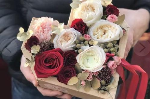 Цветы в коробке или как удивить любого получателя