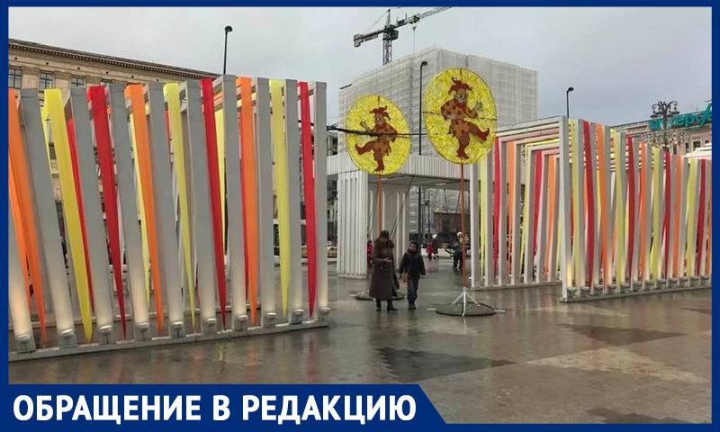 """""""Аляповатый матрас"""": москвичей возмутили декоративные конструкции в центре города"""