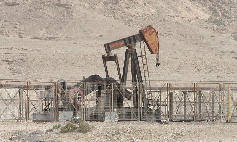 Нефть обрушилась в цене ниже отметки 30 долларов за баррель