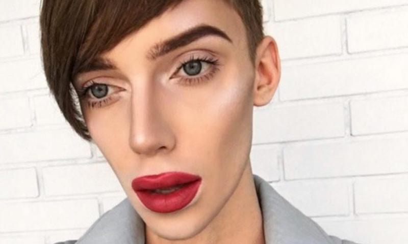 Гомосексуального модного блогера Петрова выселили из квартиры из-за шума и драк