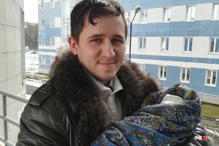 Ярославец принял роды у жены прямо в машине