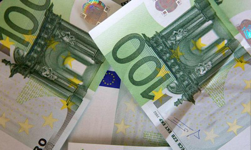 Курс доллара перевалил за 68 рублей, евро — за 77 рублей