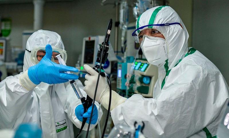 Не лечат, а калечат: антибиотики при коронавирусе оказались смертельно опасны, а их дают больным