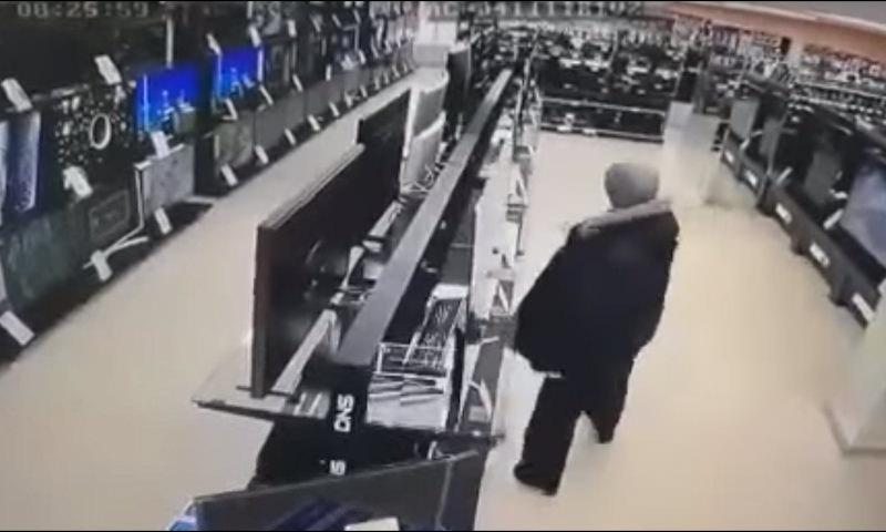 Россиянин с молотком разбил сразу несколько телевизоров в магазине электроники