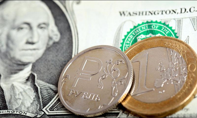 Курс доллара и евро к рублю достиг максимума с 2016 года