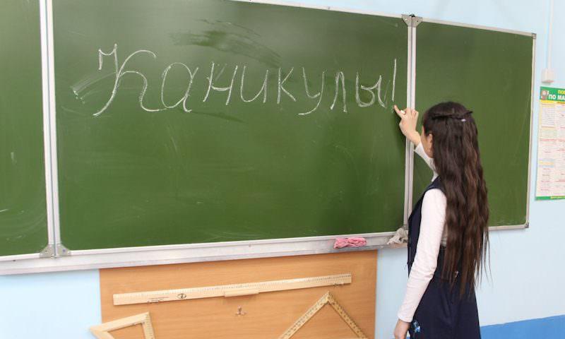 Всех российских школьников отправят на трехнедельные каникулы