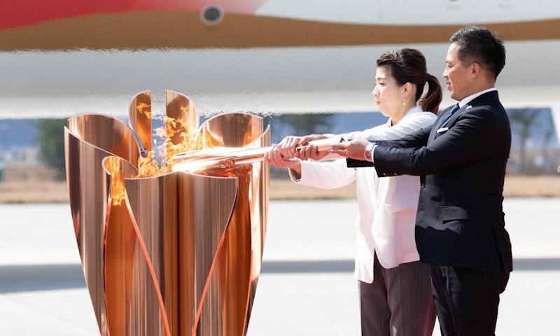 Олимпийский огонь прилетел в Японию