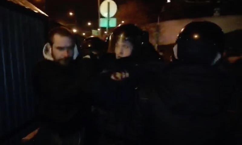Десятки задержаний с применением газа: власти Москвы раскапывают радиоактивный могильник для прокладки шоссе