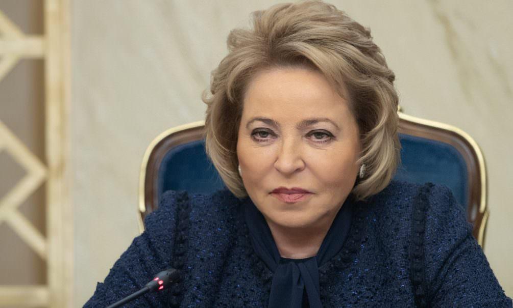 Российским сенаторам запретили выезжать за рубеж