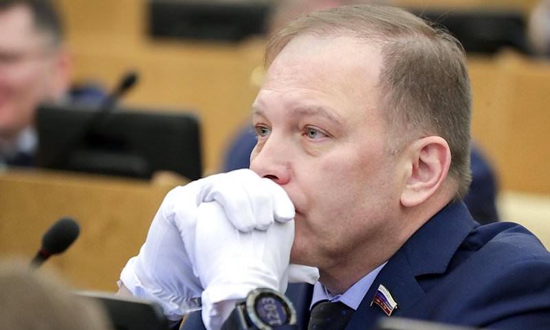 Депутаты Госдумы показали, как неправильно защищаться от коронавируса