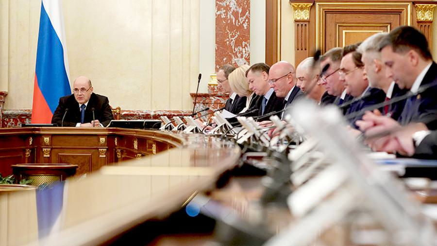 Правительство разработало стресс-сценарии: изоляция до осени и доллар по  89 рублей