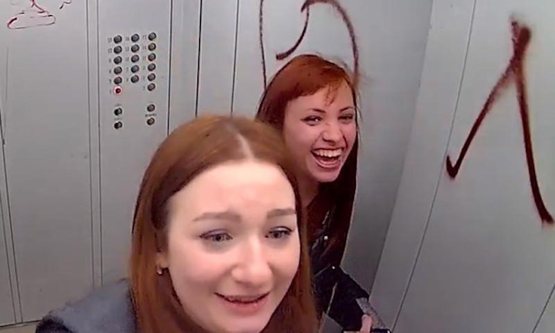 Пьяные сотрудницы суда и полиции разрисовали баллончиком лифт в Оренбурге