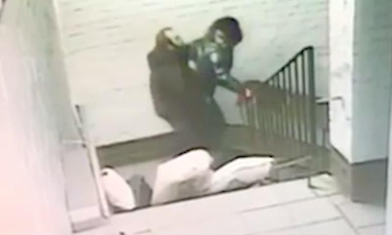 В Петербурге насильник попытался овладеть женщиной, не снимая брюк