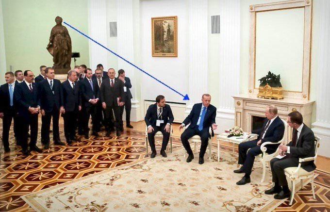 Путин говорил с Эрдоганом под часами «Переход через Балканы». В этом увидели намек