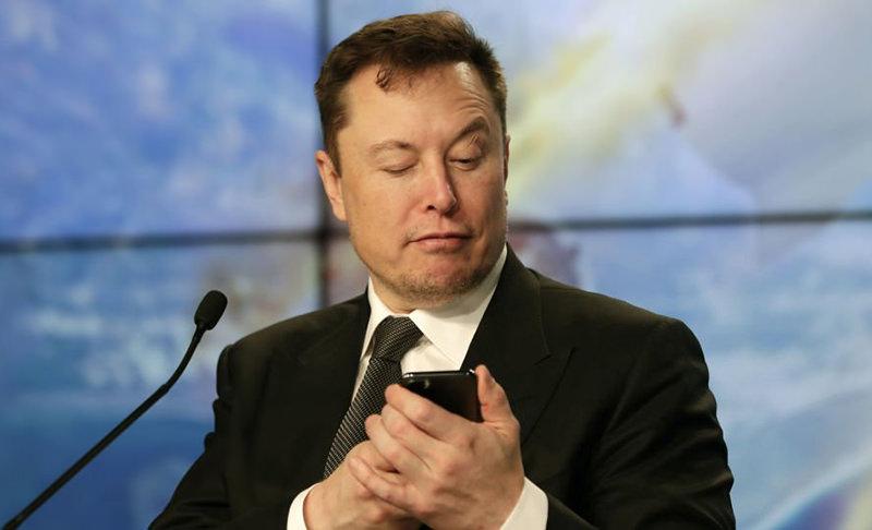 Илон Маск назвал панику из-за коронавируса тупостью