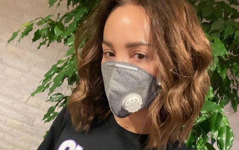 Бузова отменила поездку в Париж с Манукяном из-за коронавируса
