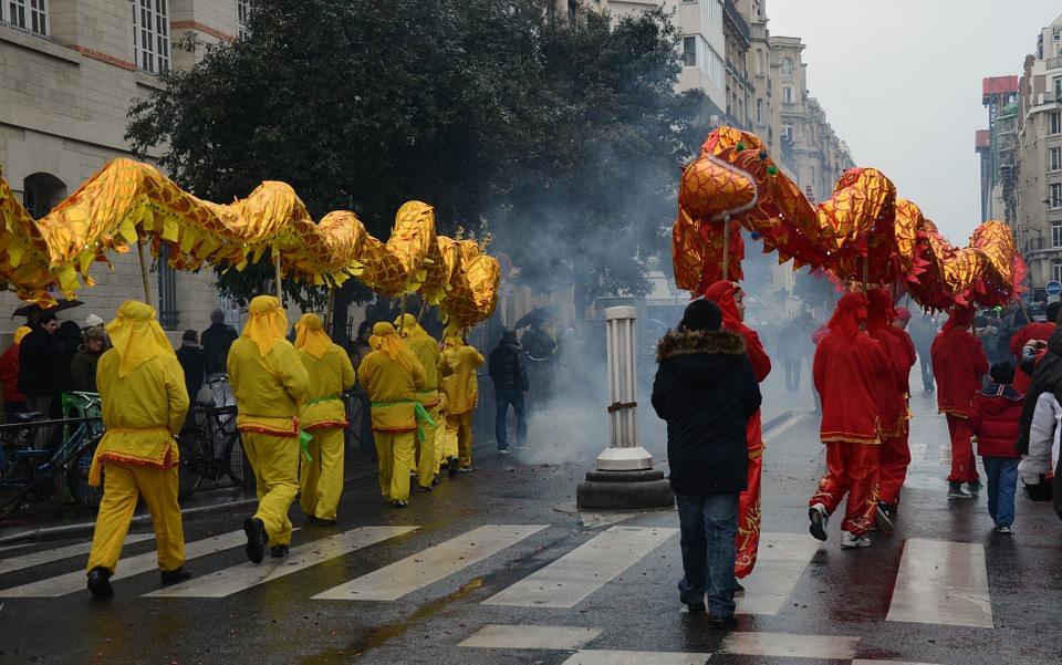 Не более 100 человек: во Франции запретили публичные мероприятия