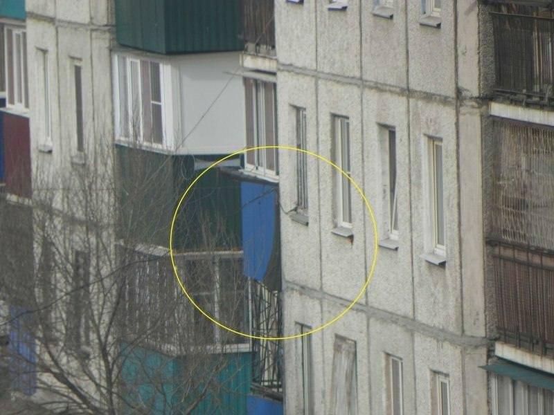 В России боевой вертолет дал залп по жилой многоэтажке