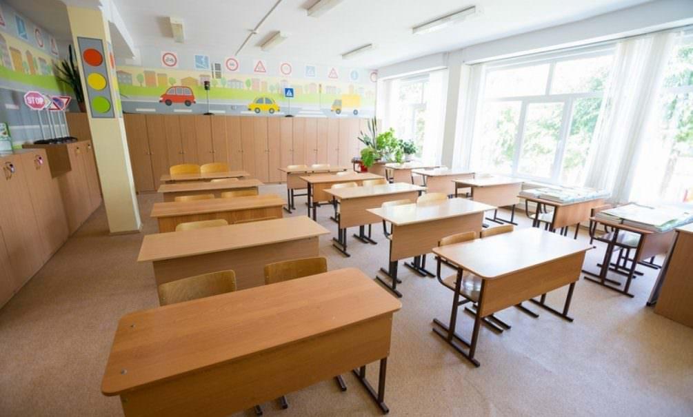 Власти задумали перевести всех российских школьников на удаленное обучение