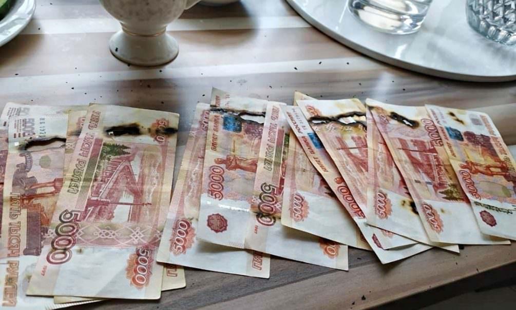 Россиянка спалила 65 тысяч рублей во время обработки от коронавируса