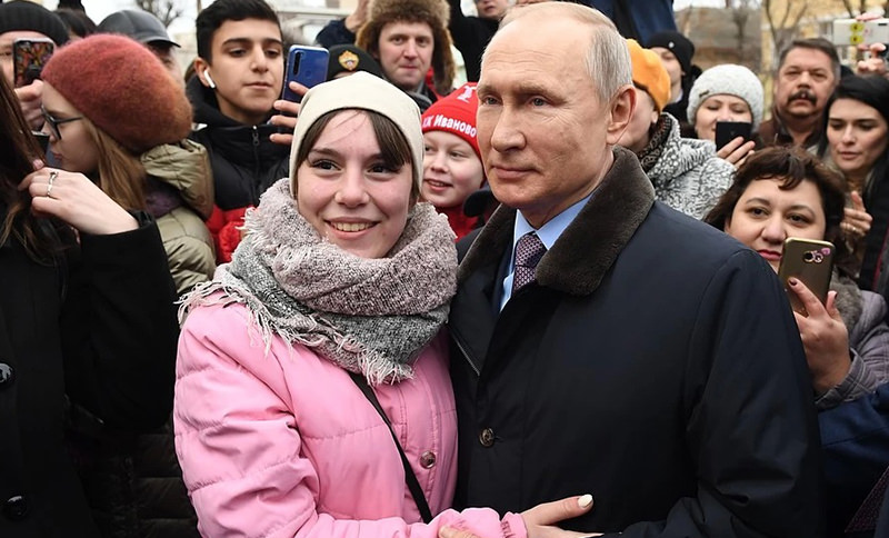 «А возьмите меня». Россиянка попросила Путина взять ее замуж