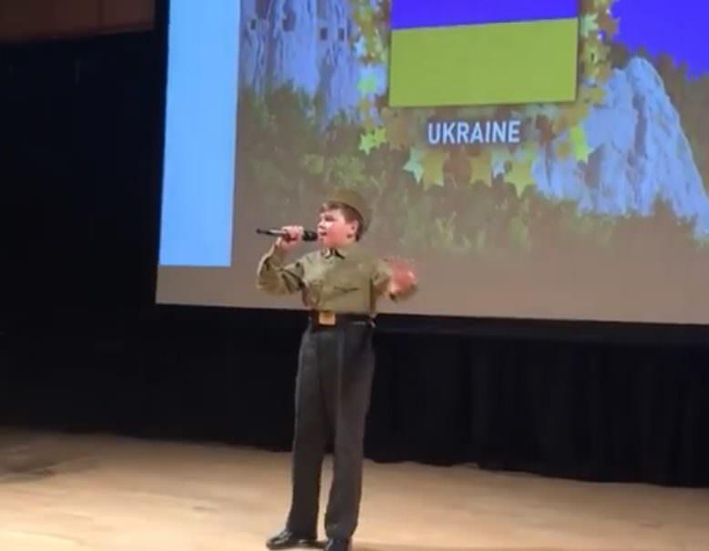 Украинского сироту затравили за спетую в Лондоне «Смуглянку»
