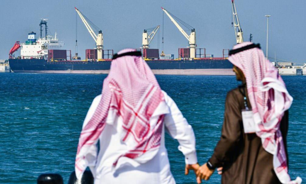 Еще три страны объявили нефтяную войну России