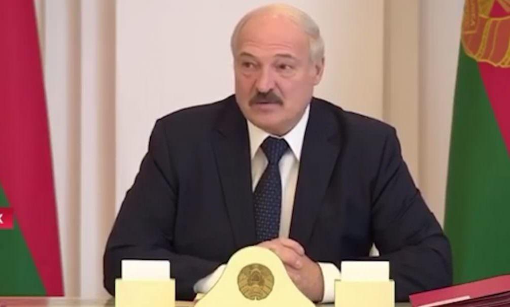 Водка и сауна: Лукашенко дал советы по борьбе с коронавирусом